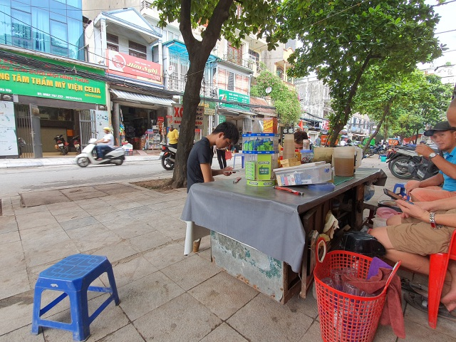 Vụ cháy Cty Rạng Đông, người dân đã phải đi chợ xa mua thực phẩm, nước sạch về dùng - 3