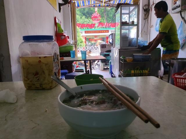 Vụ cháy Cty Rạng Đông, người dân đã phải đi chợ xa mua thực phẩm, nước sạch về dùng - 2