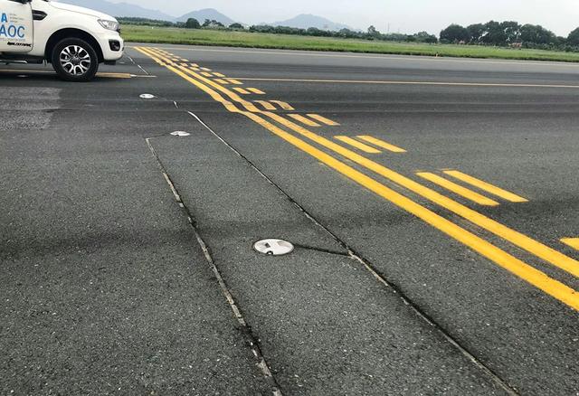 Thủ tướng yêu cầu báo cáo hư hỏng đường băng sân bay Nội Bài - 2