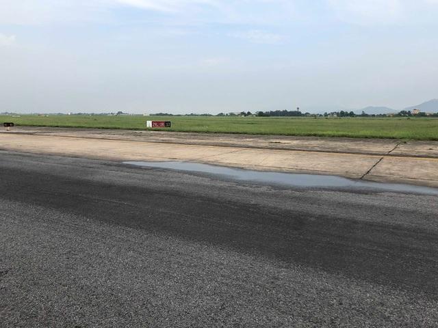 Thủ tướng yêu cầu báo cáo hư hỏng đường băng sân bay Nội Bài - 4
