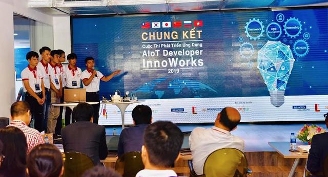 """Trường ĐH Bách khoa Hà Nội giành Quán quân cuộc thi """"Phát triển Ứng dụng AIoT Developer InnoWorks 2019"""" - 1"""