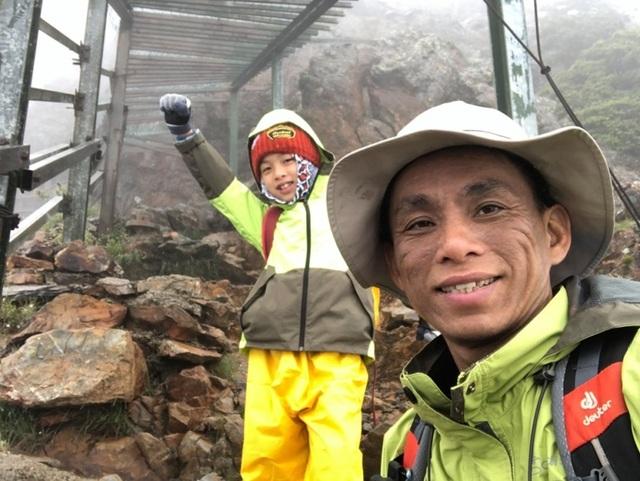 Thực hiện lời hứa với mẹ, bé 8 tuổi chinh phục đỉnh núi cao 3952 mét - Ảnh minh hoạ 3