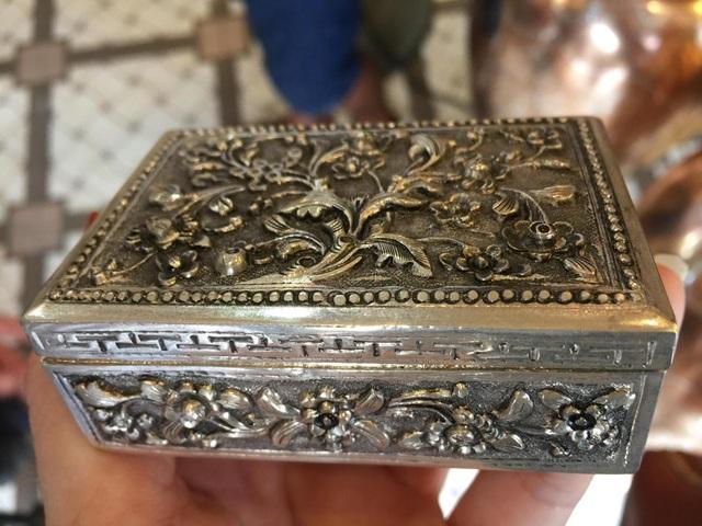 Tinh hoa làng nghề chạm bạc gần 400 năm tuổi - 1