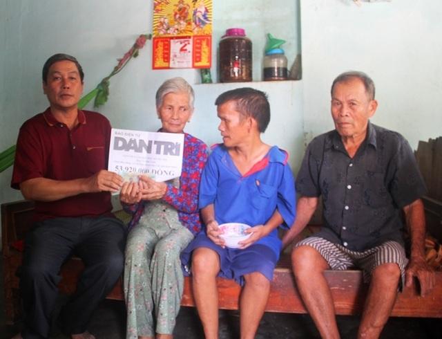Bạn đọc Dân trí tiếp tục giúp đỡ vợ chồng già 40 năm nuôi con nhiễm chất độc da cam - 1