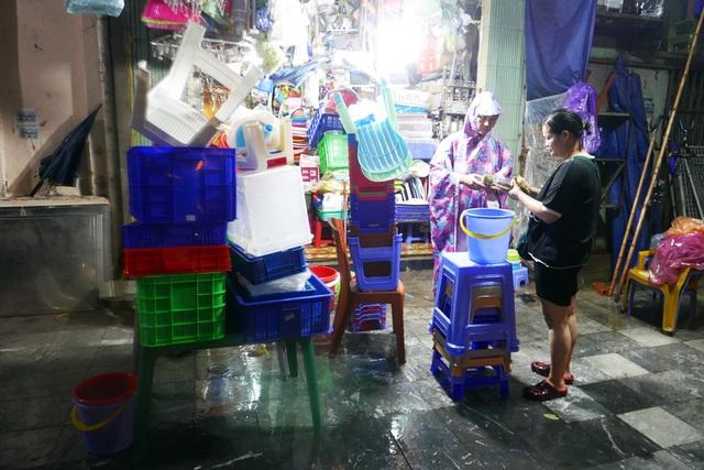 Phố cổ Hà Nội ngập sau cơn mưa lớn - 13