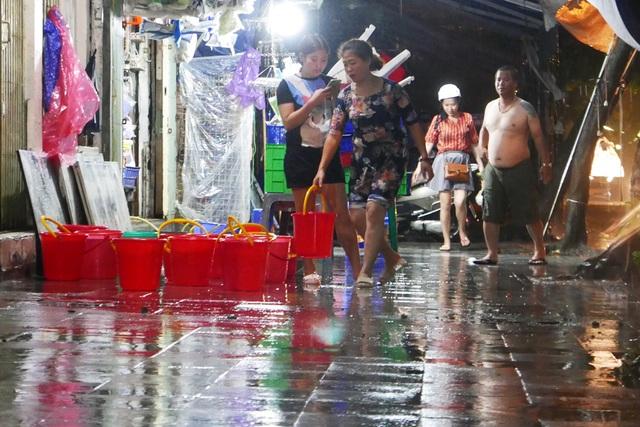 Phố cổ Hà Nội ngập sau cơn mưa lớn - 11