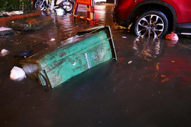 Phố cổ Hà Nội ngập sau cơn mưa lớn - 7