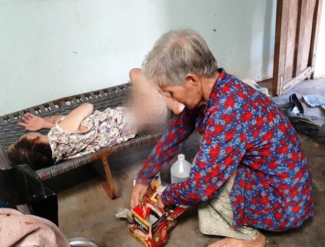 Bạn đọc Dân trí tiếp tục giúp đỡ vợ chồng già 40 năm nuôi con nhiễm chất độc da cam - 2