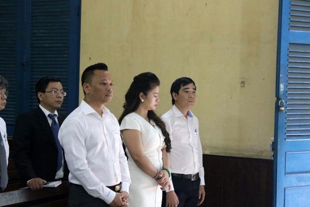 Triệu tập nhiều ngân hàng tham gia phiên tòa ly hôn vợ chồng cà phê Trung Nguyên - 2