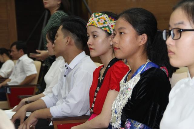 Nghệ An tuyên dương 113 học sinh đạt giải quốc tế, quốc gia và học sinh đạt điểm cao - 2
