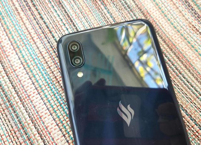 Cận cảnh smartphone dùng chip Snapdragon 215 đầu tiên của VinSmart - 9