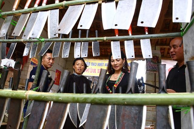Phiên chợ vùng cao đầy màu sắc ở Hà Nội - 15