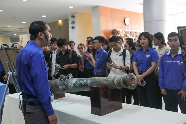Đà Nẵng: Bạn trẻ dâng hương tưởng niệm các anh hùng liệt sĩ - 3