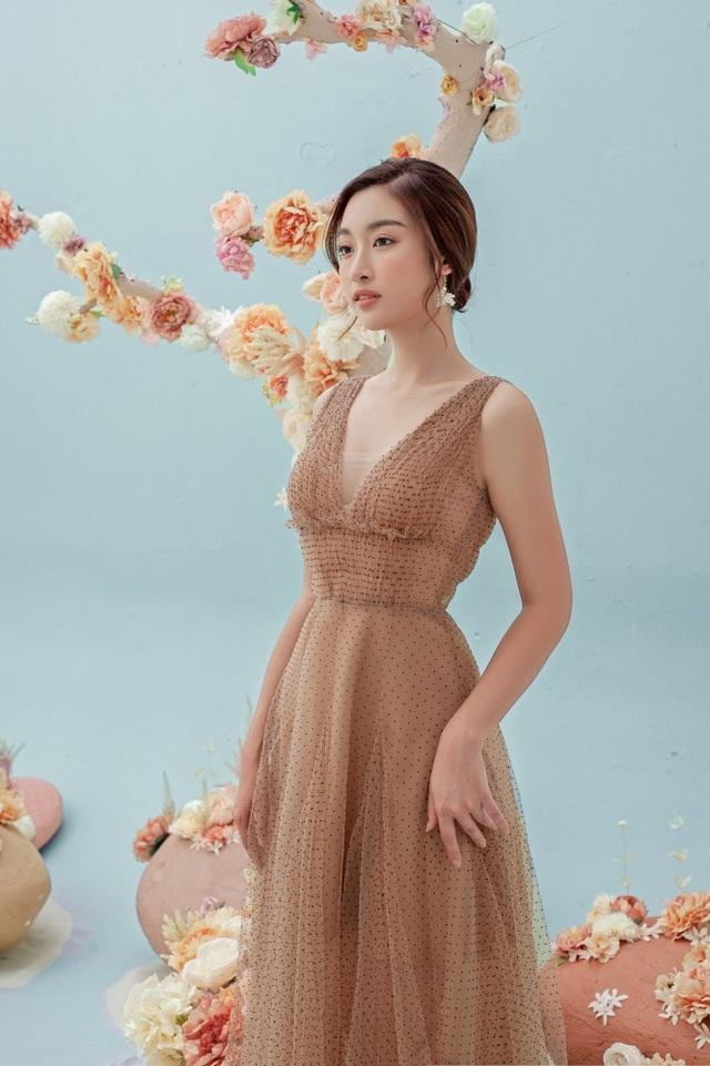 Hình ảnh mới của Hoa hậu Đỗ Mỹ Linh sau tin đồn yêu thiếu gia - 15