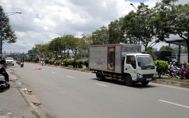 Giao thông cửa ngõ Sài Gòn ùn tắc cục bộ vì tai nạn chết người - 1