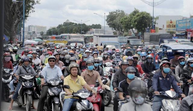 Giao thông cửa ngõ Sài Gòn ùn tắc cục bộ vì tai nạn chết người - 2