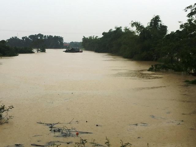 Nước sông lên báo động 2, hàng nghìn hộ dân bị cô lập - 9