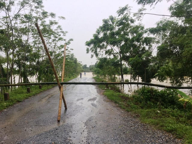 Nước sông lên báo động 2, hàng nghìn hộ dân bị cô lập - 10