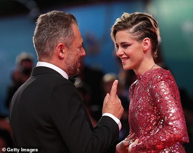 Kristen Stewart nữ tính bất ngờ - 8