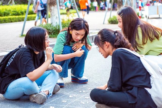 """Châu Bùi, Khả Ngân trổ tài làm bánh cuốn """"siêu to khổng lồ"""" tại chương trình City Girls - 5"""