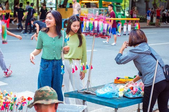 """Châu Bùi, Khả Ngân trổ tài làm bánh cuốn """"siêu to khổng lồ"""" tại chương trình City Girls - 6"""