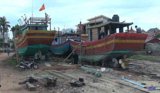 Ngư dân lo lắng vì vay tiền cải hoán tàu cá vẫn chưa chắc được ra khơi - 3