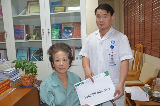 Nhờ bạn đọc giúp đỡ đứa con nhặt của người mẹ ung thư đã được đến trường - 1