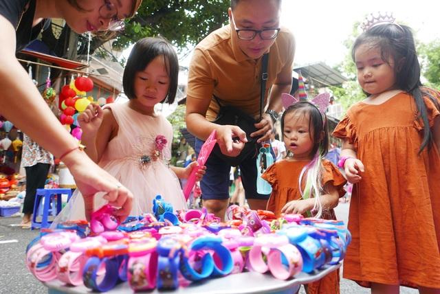 Đông nghịt người đi chơi chợ Trung thu phố cổ Hà Nội - 8