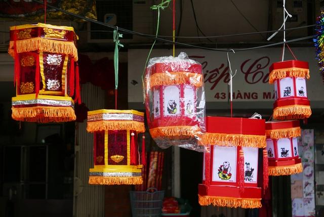 Đông nghịt người đi chơi chợ Trung thu phố cổ Hà Nội - 13