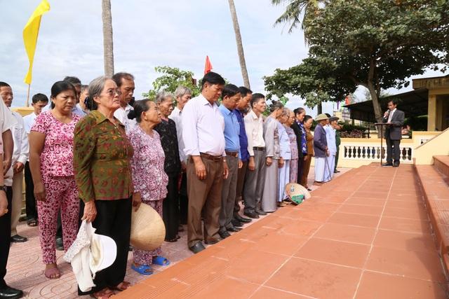 Hàng trăm cựu binh tưởng niệm liệt sĩ hy sinh ở đảo Cồn Cỏ - 2
