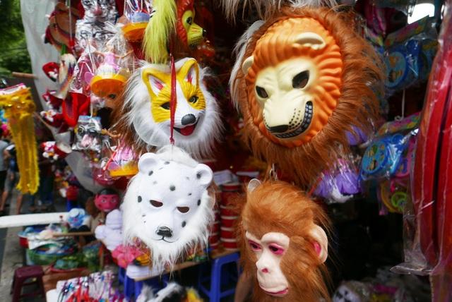 Đông nghịt người đi chơi chợ Trung thu phố cổ Hà Nội - 10