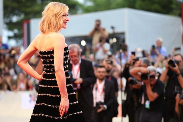 Cate Blanchett trẻ đẹp đáng ngưỡng mộ ở tuổi ngũ tuần - 11