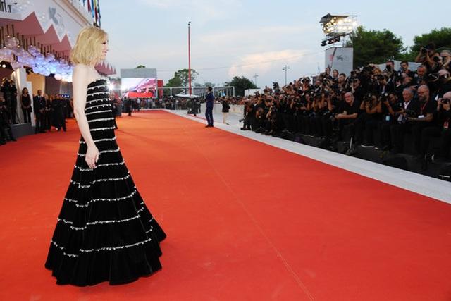 Cate Blanchett trẻ đẹp đáng ngưỡng mộ ở tuổi ngũ tuần - 10