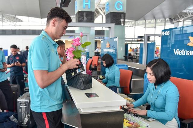 HLV Park Hang Seo cùng đội tuyển Việt Nam lên đường sang Thái Lan - 11
