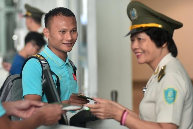 HLV Park Hang Seo cùng đội tuyển Việt Nam lên đường sang Thái Lan - 12