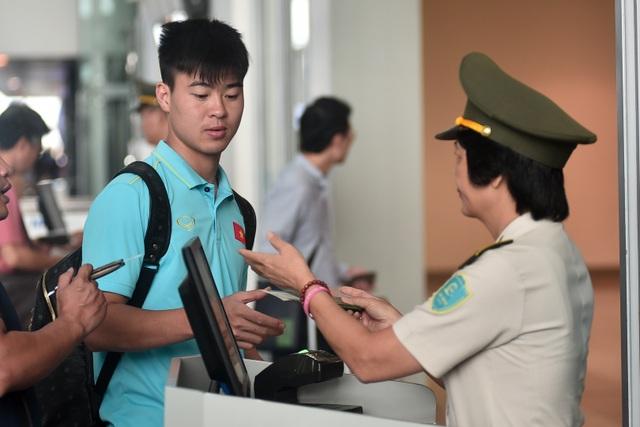 HLV Park Hang Seo cùng đội tuyển Việt Nam lên đường sang Thái Lan - 13