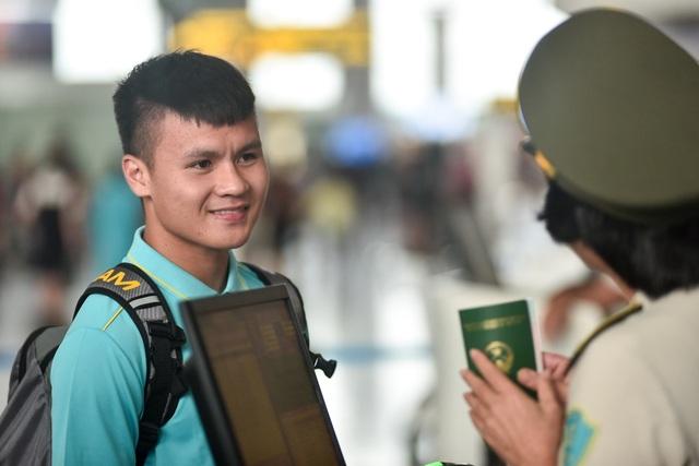 HLV Park Hang Seo cùng đội tuyển Việt Nam lên đường sang Thái Lan - 14