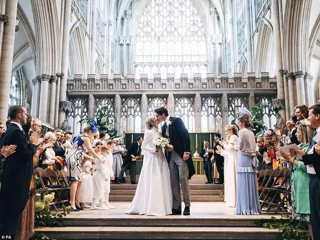 Đám cưới đẹp như mơ của ca sỹ Ellie Goulding - 1