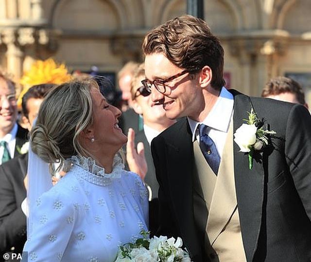 Đám cưới đẹp như mơ của ca sỹ Ellie Goulding - 8