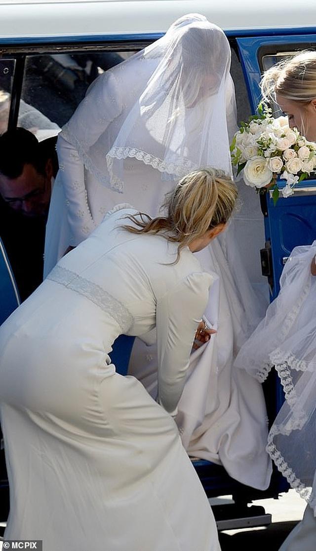 Đám cưới đẹp như mơ của ca sỹ Ellie Goulding - 21