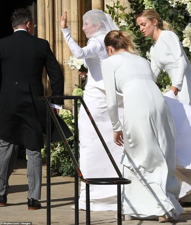 Đám cưới đẹp như mơ của ca sỹ Ellie Goulding - 22