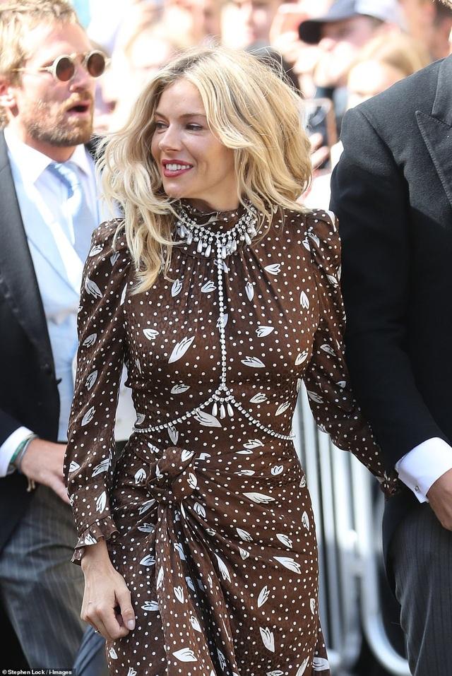 Đám cưới đẹp như mơ của ca sỹ Ellie Goulding - 32