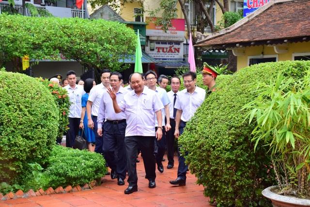 Thủ tướng thăm Nhà lưu niệm Chủ tịch Hồ Chí Minh tại Huế