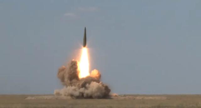 Cận cảnh vụ phóng tên lửa có thể mang đầu đạn hạt nhân của Nga
