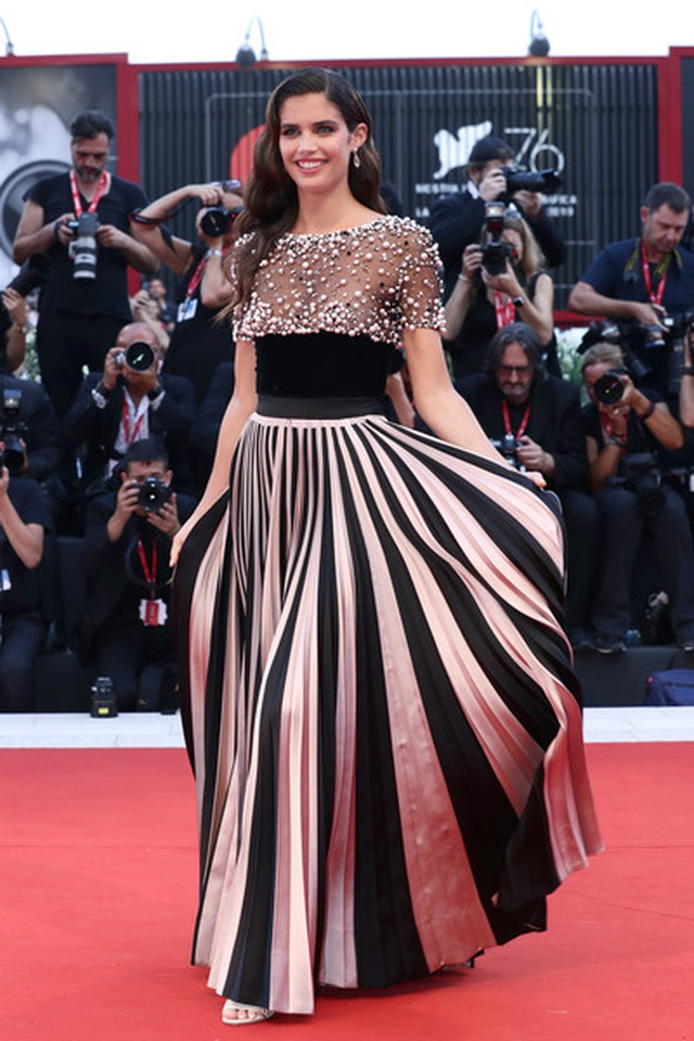Sara Sampaio diện váy lạ mắt dự công chiếu phim - 9