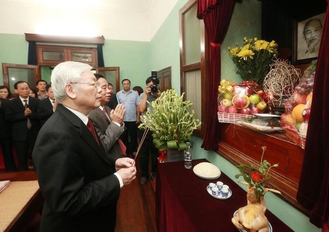 Tổng Bí thư, Chủ tịch nước dâng hương tưởng niệm Chủ tịch Hồ Chí Minh - 1