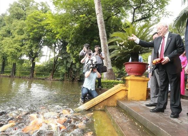 Tổng Bí thư, Chủ tịch nước dâng hương tưởng niệm Chủ tịch Hồ Chí Minh - 3