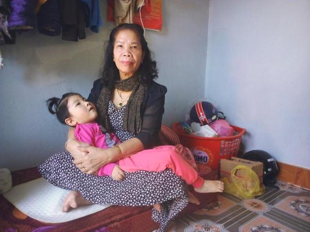 Sự thay đổi bất ngờ của em bé suy dinh dưỡng Lào Cai sau khi được nhận nuôi - 7