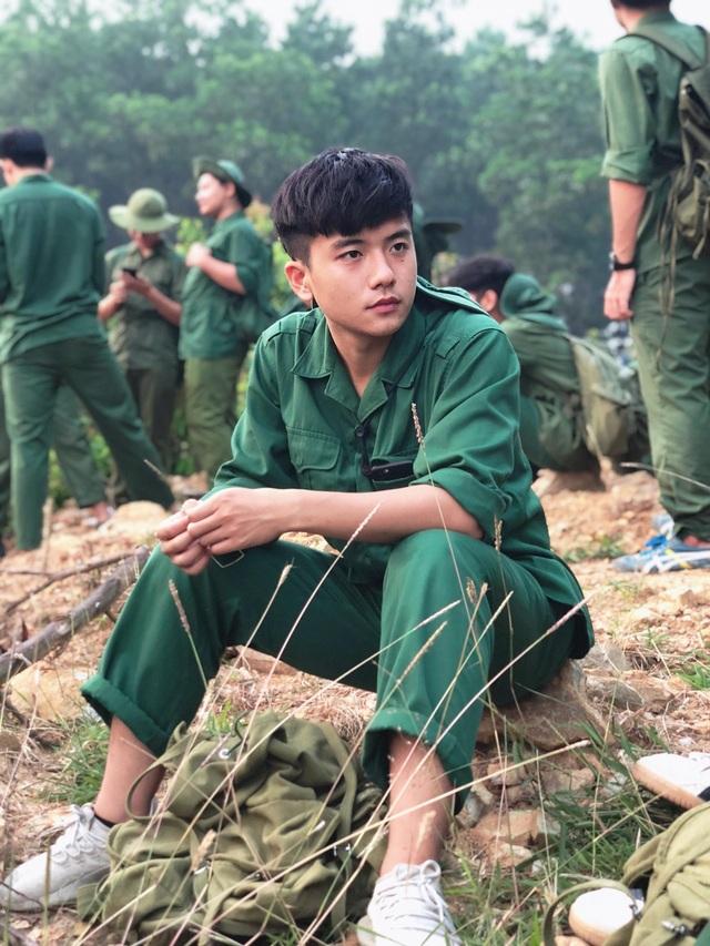10x mặc đồng phục tập quân sự điển trai, học giỏi, mê thể thao - 1