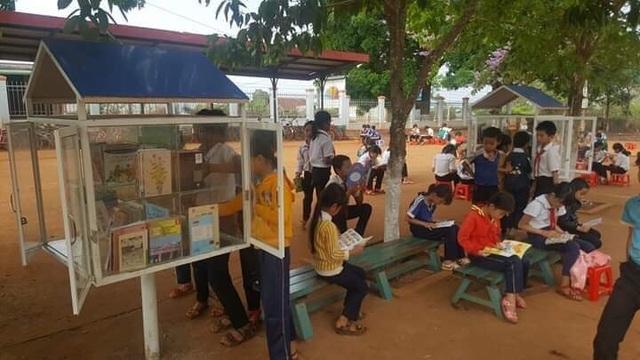 """Thiết thực dự án """"Thư viện về buôn"""" cho trẻ em nghèo - 3"""